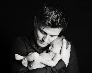 baby photography natural pose with father